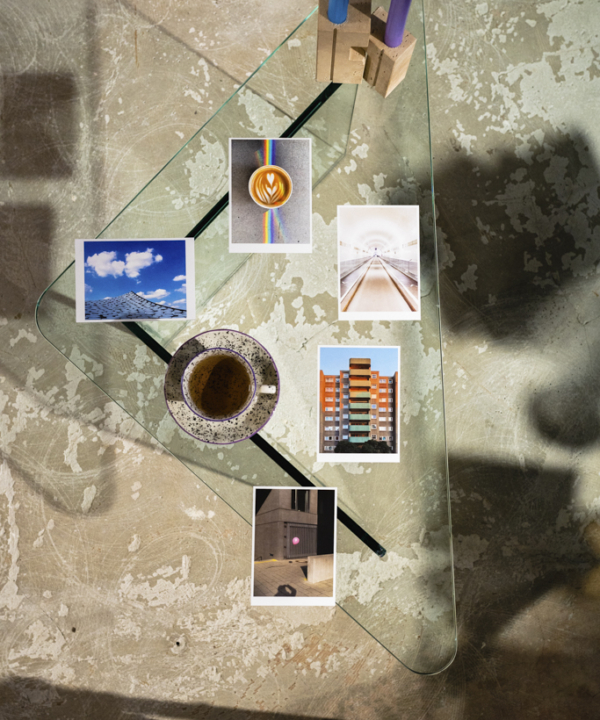"""Ankerwechsel Verlag Postkarten-Set """"Abstrakt"""" mit Kaffee auf Glastisch"""