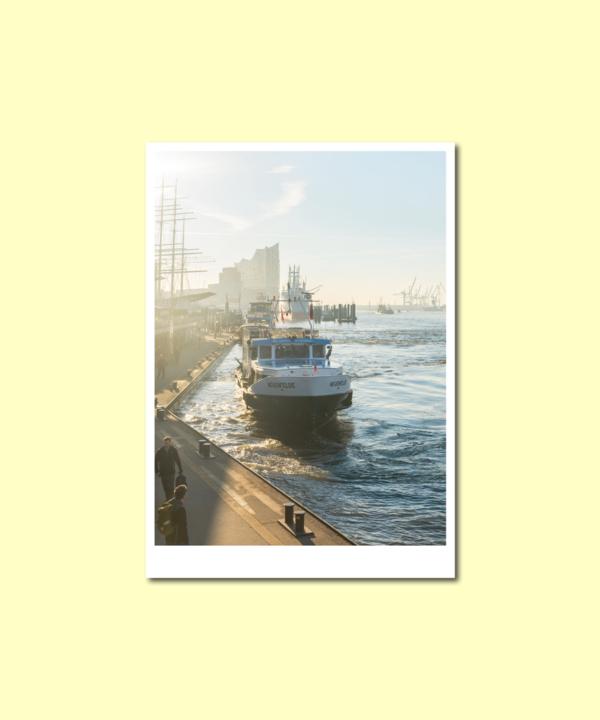 Morgens am Hamburger Hafen Postkarte Sonnenaufgang auf gelbem Hintergrund