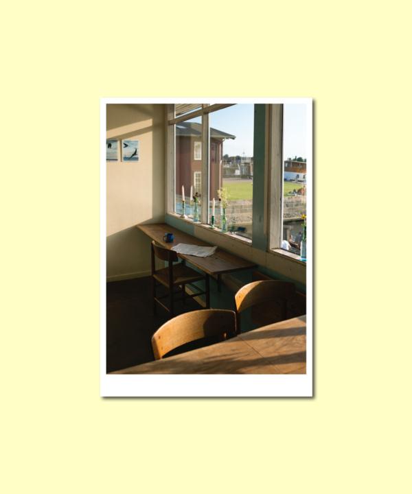 """Postkarte: """"La Banchina"""" Kopenhagen, Kunstdruck-Foto-Vorderseite auf gelbem Hintergrund"""